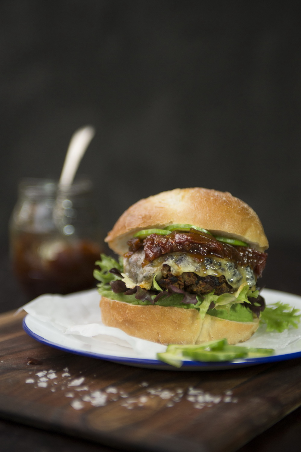 TheUrbanNest_A_Modern_Way_to_Eat_Burger